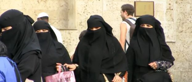 Google, Apple Allow Saudi Sharia Law Wife-Tracking App